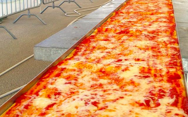 La-Pizza-più-lunga-del-mondo-sul-lungomare-Caracciolo-di-Napoli